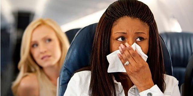 למה כדאי לשבת במושב החלון במטוס בעונת השפעת