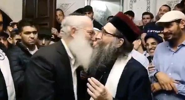 הרב יאשיהו פינטו ואדוארדו אלשטיין ברגע של קרבה צילום: טוויטר, צילום: twitter