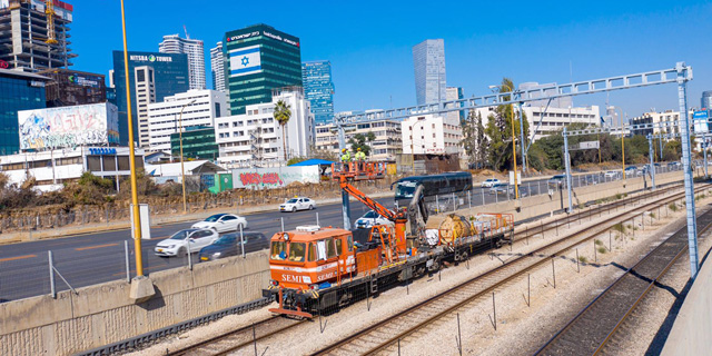 העומס ברכבת: הלקוחות חזרו למכוניות והאוטובוסים שהוזמנו לנוסעים נותרו ריקים