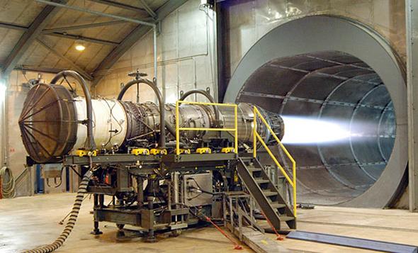 עוצמה אדירה, כילוי דלק אדיר. מנוע ה-F100 של ה-F15, צילום: USAF