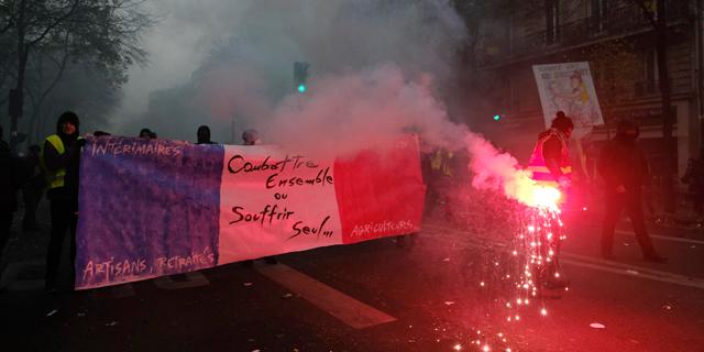 צרפת: יום שני ברציפות לשביתה הקשה מזה יותר משני עשורים