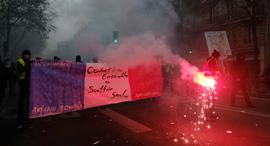 הפגנות ב פריז צרפת במחאה על התוכניות הכלכליות של הממשלה , צילום: אם סי טי