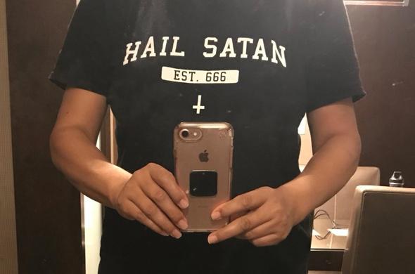 """חולצת """"הריעו לשטן"""""""