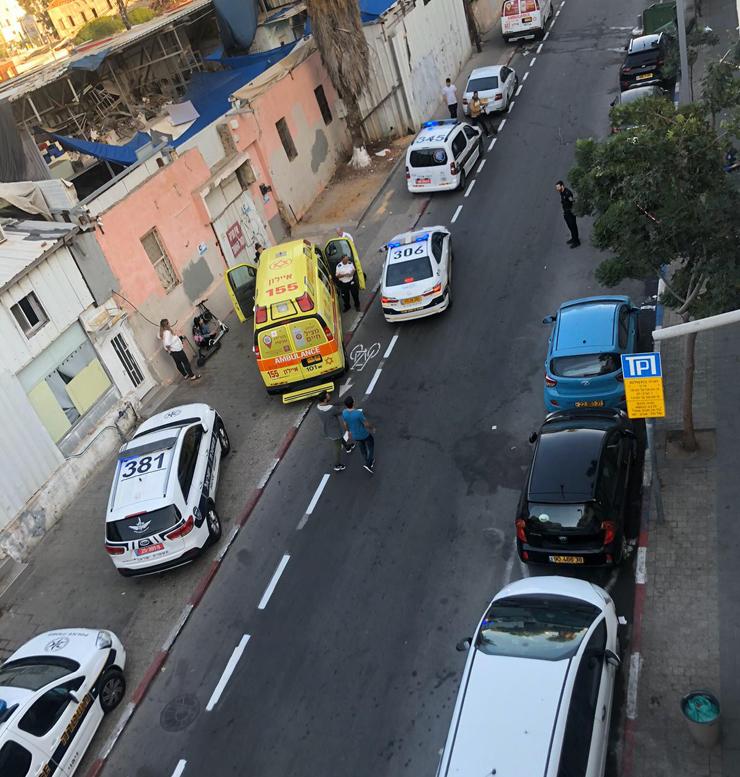 רחוב הגדוד העברי. פינוי גופה בצהרי יום שישי