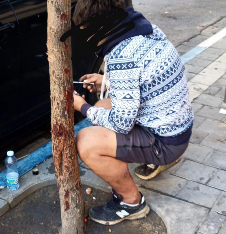 מזרקים שלופים לעיני כל, צילום: דרום תל אביב בקריז
