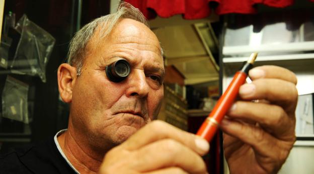 מוסף שבועי 12.12.19 אבי נחמני מתקן עטי נובע, צילום: אלעד גרשגורן