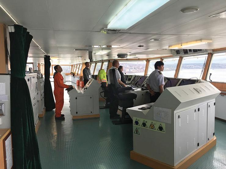 זה רק אתם והצוות. באניית משא תוכלו לבקר  בתא הפיקוד של האנייה ואפילו להחזיק בהגה, צילום: Halifax Magazine