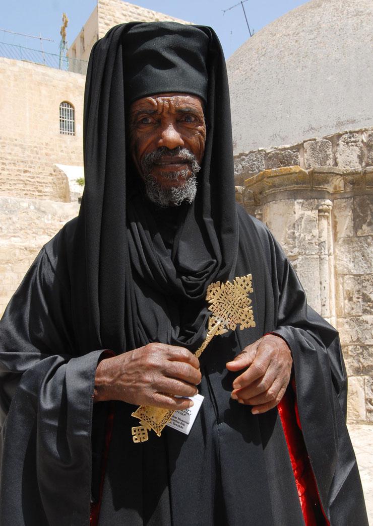 כומר אתיופי בירושלים. אחת הקהילות הקדומות בעיר