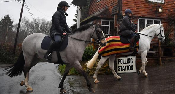 מצביעים בבריטניה