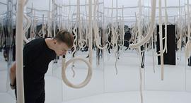 עומר פולק בתערוכה