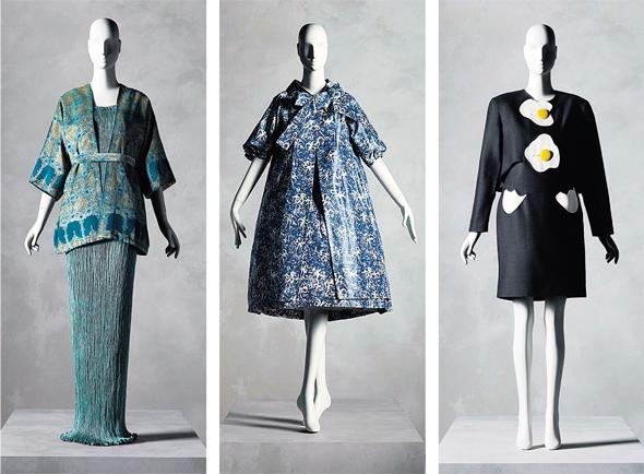 """מתוך האוסף של שרייר. מימין: """"ארוחת בוקר"""", כריסטיאן פרנסיס רות' (1990); סאן לורן לדיור (1958); פורטוני מדרזו (1920)"""