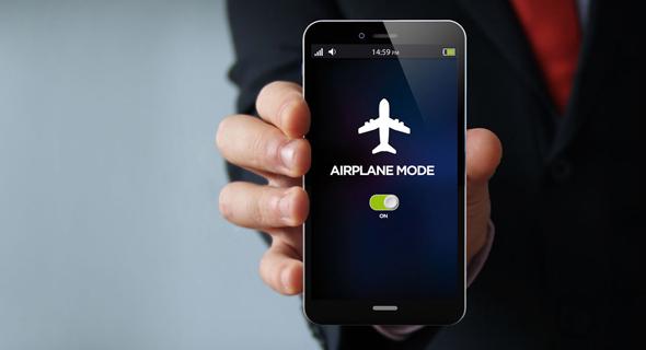 טלפון במצב טיסה, צילום: שאטרסטוק
