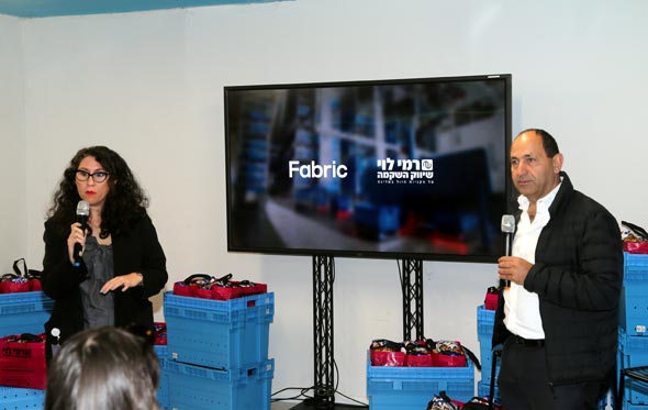 מסיבת עיתונאים מרכז לוגיסטי רובוטי רמי לוי ו שירי מוסינזון, צילום: יריב כץ
