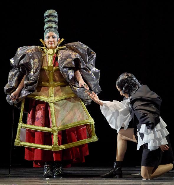 """מתוך האופרה """"אורלנדו"""". התייחסות אנדרוגינית לאופנה, לאמנות ולחיים , צילום: Wiener Staatsoper / Michael Pöhn"""