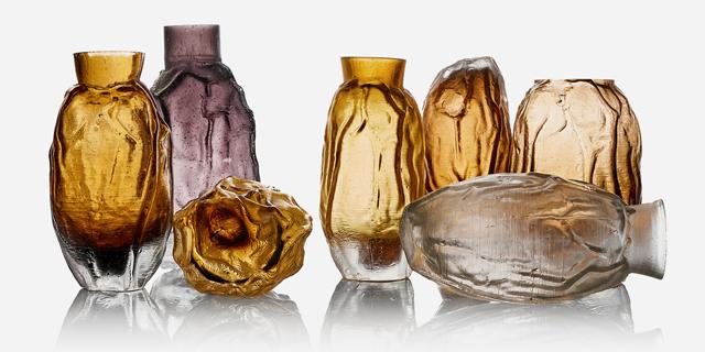 זכוכית בד בבד: נועם דובר ומיכל צדרבאום מעצבים זכוכית עם תבניות בד וגבס