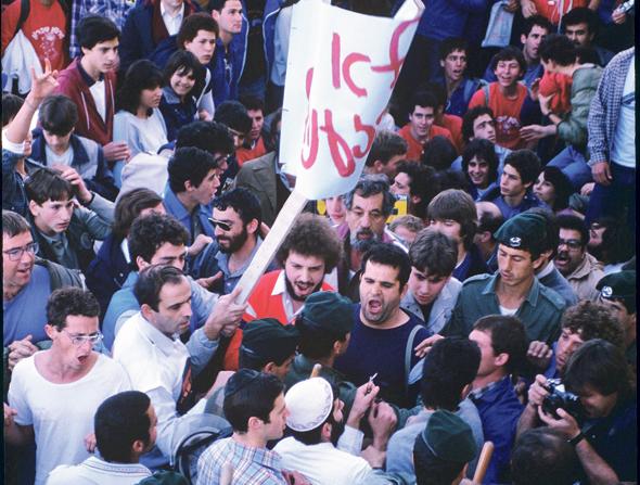 """התנגשות בין מפגיני שלום עכשיו לאנשי כהנא בירושלים ב-1986. """"הליכוד מתחזה היום לתנועה דמוקרטית"""""""