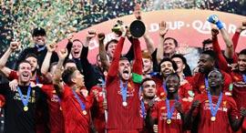 ליברפול מניפה את גביע העולם למועדונים אמש ב קטאר דוחא, צילום: רויטרס