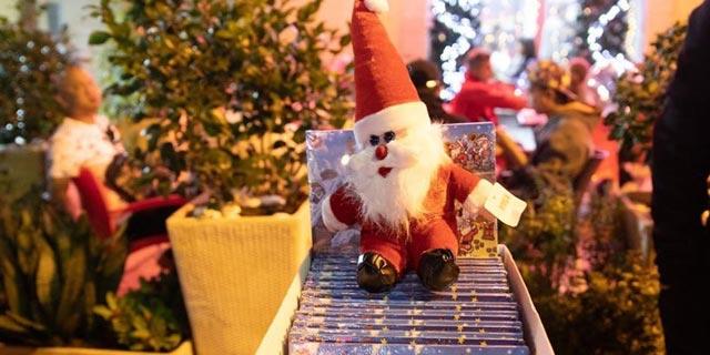 """לקראת חג המולד: סוחרים שמשווקים מוצרי יד שנייה בארה""""ב נכנסים לזירת המתנות"""