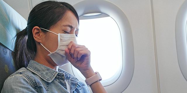 נוסעת טיסה איכות אוויר מחלה חולה נשימה, צילום: שאטרסטוק