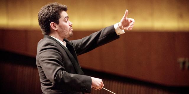 """""""אף אחד לא קורא לי מאסטרו"""": המנהל המוזיקלי החדש של התזמורת הפילהרמונית הישראלית"""