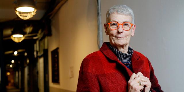 """ארנה ברי. """"בינואר אני חוגגת 70, ארבע שנים אחרי שאמרו לי שאחיה רק עוד כמה חודשים"""", צילום: עמית שעל"""