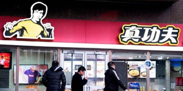 הקרב על ברוס לי: בתו של כוכב הקונג פו תובעת רשת מזון מהיר בסין