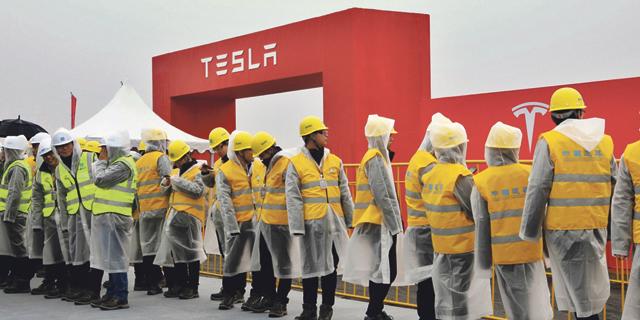 בשביל עדכון תוכנה: ריקול ל-300 אלף מכוניות טסלה בסין