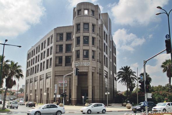 Tel Aviv building bought by Roman Abramovich. Photo: Avishai Teicher
