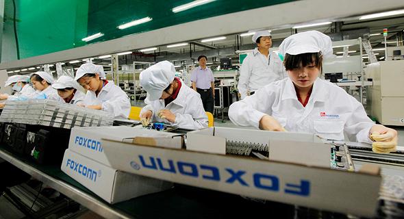עובדי פס הייצור של פוקסקון בגואנדונג
