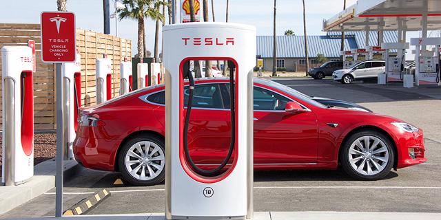 Israel Grounds Tesla's Autopilot Feature