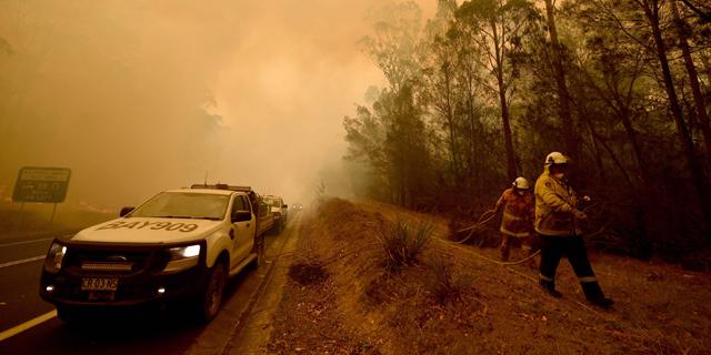 """עשן מהשריפות באוסטרליה מתפשט לאורך כדה""""א - יחצה בקרוב את קו המשווה"""