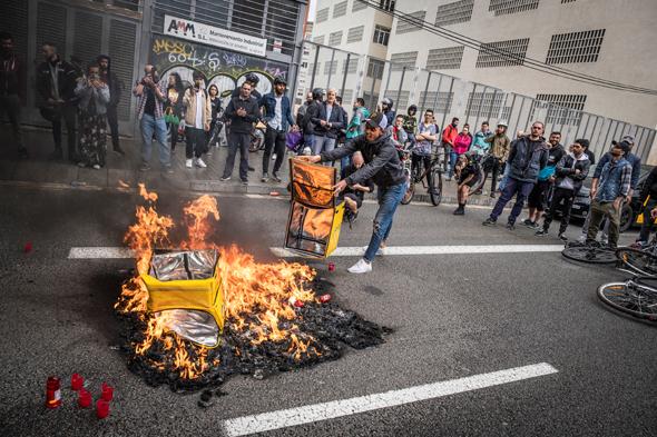 מחאה של עובדי סטארט־אפ משלוחי המזון הקטאלוני Glovo נגד תנאי העסקה. הישגי עובדים נמחקו, צילום: גטי אימג