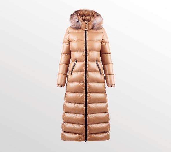 מעיל של מונקלר. 7990 שקל באמור