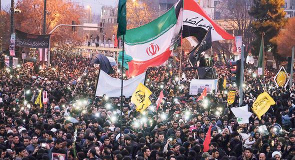 מסע הלוויה של סולימאני בצפון איראן, אתמול. חשש מהצפוי, צילום: אי. אף. פי