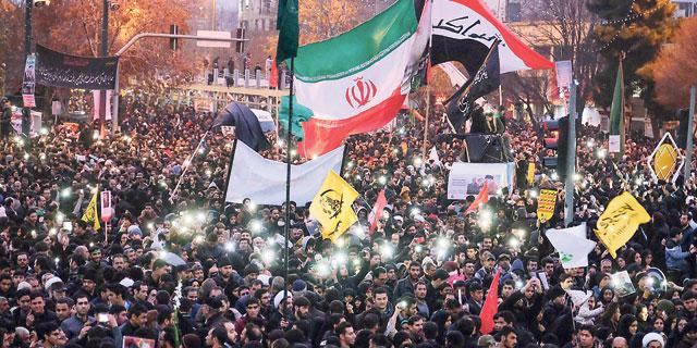 המשטר האיראני נלחם למנוע קריסה בבורסה של טהרן
