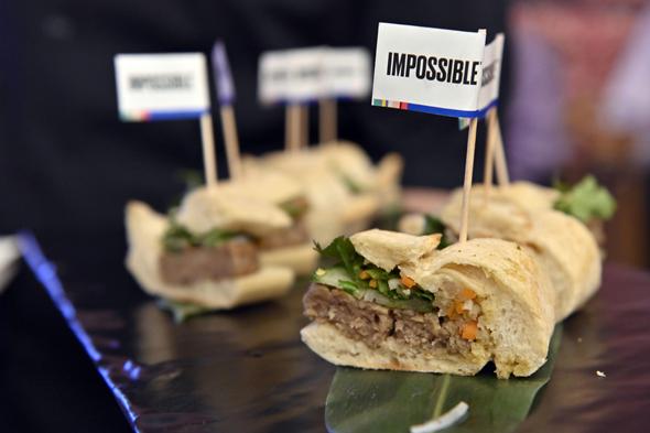 אימפוסיבל פודס הוסיפה חזיר לתפריט שלה תחליפי בשר, צילום: איי אף פי