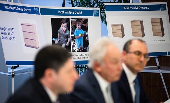 """שידה איקאה Malm מסע""""ת עורכי דין תינוק נהרג ג'וזף דודק, צילום: איי פי"""