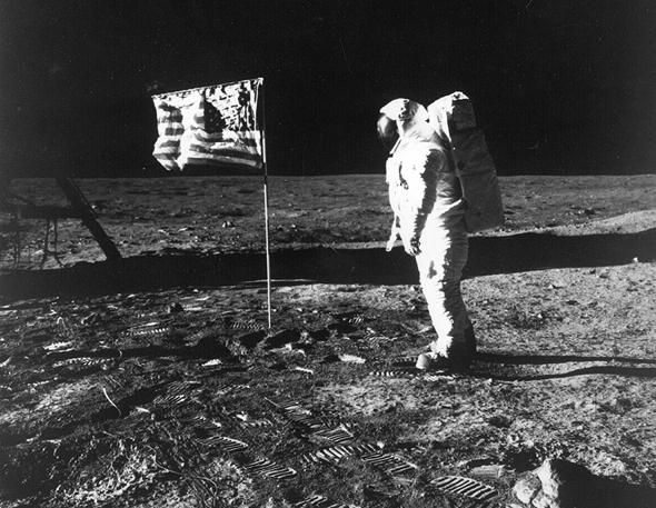 """""""אפולו 11"""". להיט בארצות הברית"""