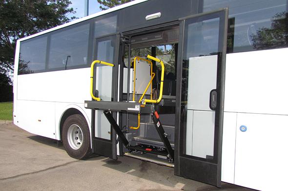 אוטובוס מונגש לנכים של חברת מרכבים , צילום: באדיבות מרכבים