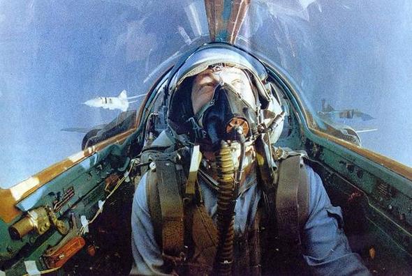 טייס מיג 23 במטוסו