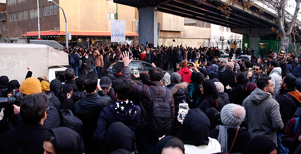 הפגנות באיראן בעקבות הפלת המטוס האוקראיני, צילום: אי פי איי