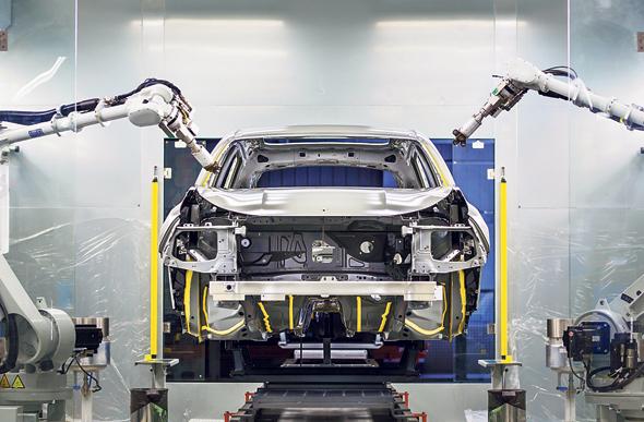 רובוט במפעל LYNK הסיני. מכונית שמיועדת לאירופאים
