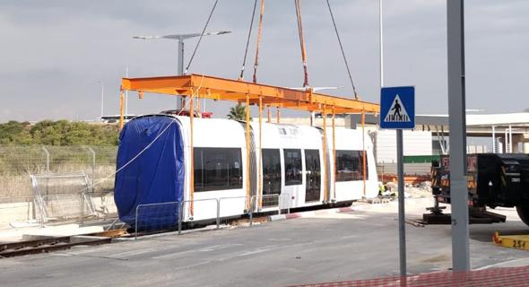 """קרונות הרכבת קלה בתל אביב , צילום: יח""""צ"""