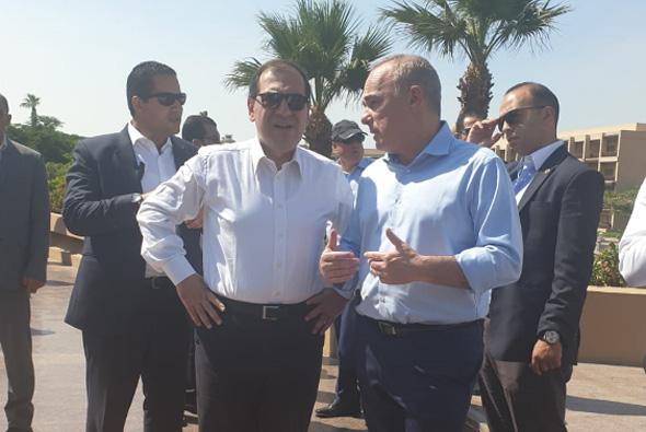 שרי האנרגיה של מצרים טארק אל מולא ו שר האנרגיה יובל שטייניץ , צילום: משרד האנרגיה