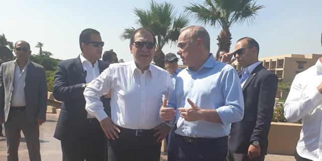 מימין: שר האנרגיה של מצרים טארק אל מולא ועמיתו הישראלי יובל שטייניץ , צילום: משרד האנרגיה
