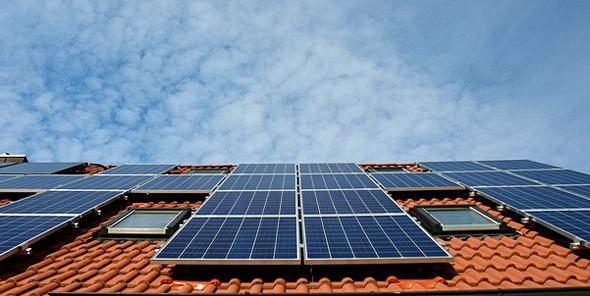 פאנלים סולאריים על גג בית , צילום: pixabay