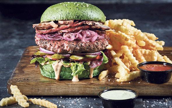 """המבורגר של """"בורגרסטיישן 23"""". הלחמניות אווריריות"""