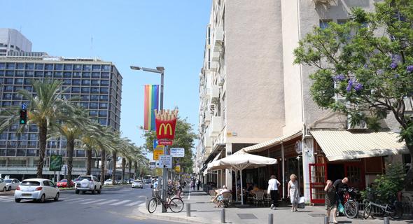 אבן גבירול, שנכלל ברובע 3, ובניין עיריית תל אביב. בעלי הדירות טוענים כי לא חלה השבחה