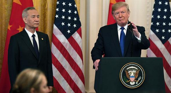 """נשיא ארה""""ב דונלד טראמפ וסגן ראש ממשלת ליו הי, צילום: AFP"""