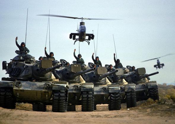קוברות מלוות טנקים אמריקאיים בתרגיל